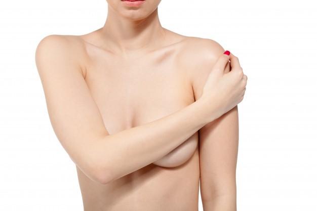 Mujer control de mama para el cáncer, aislado en blanco Foto Premium